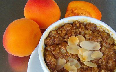 dessert végan crumble d'abricots et flocons d'avoine