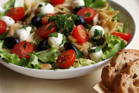 salade composée de saison farfalle, tomates cerise, courgettes