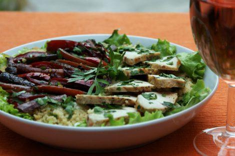 surprenante salade composée de poulet aux légumes façon wok