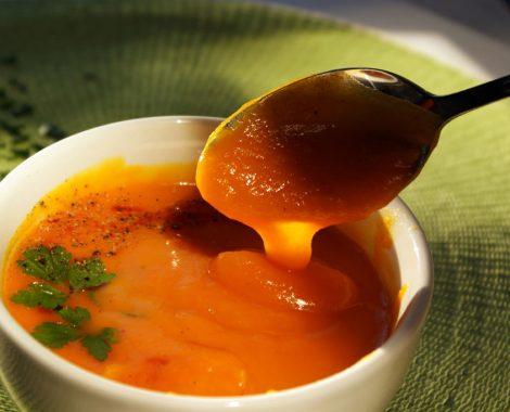 soupe végan bio carottes, patates douces, ananas, lait de coco