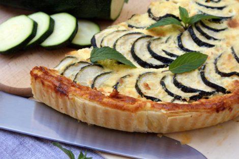 tarte végétarienne de courgettes, fromage de brebis, menthe